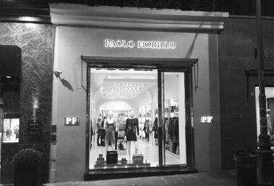 boutique donna negozio napoli paolo fiorillo scarpe borse balmain vestito hogan tods fay
